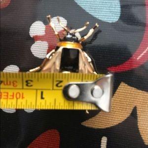 Jewelry - enamel bee pin so cute! new trending